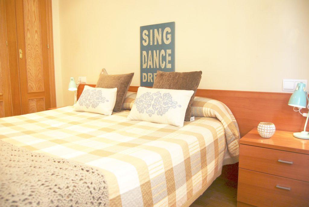 Vista dormitorio en madera
